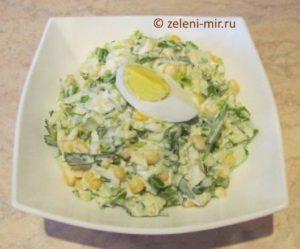 Салат из черемши с кукурузой